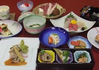 旬の素材を贅沢に 季節ごとの料理を「お好みのプラン」でお召し上がりいただけます